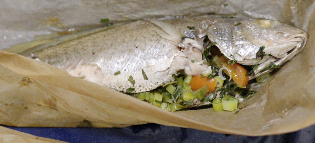 Fish in herbs en papillote for Fish on main